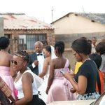 ソウェトの路上で結婚式
